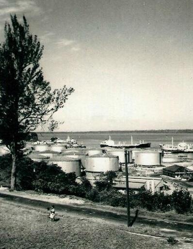 Kilang minyak Balikpapan. 12 Agustus 1960.