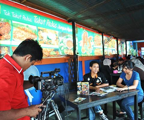 Syuting 'Yuk Mampir' BTV di Limayang