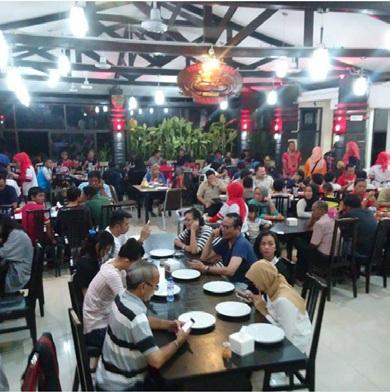 Suasana Restoran Kepiting Dandito Balikpapan yang Dipenuhi Pengunjung