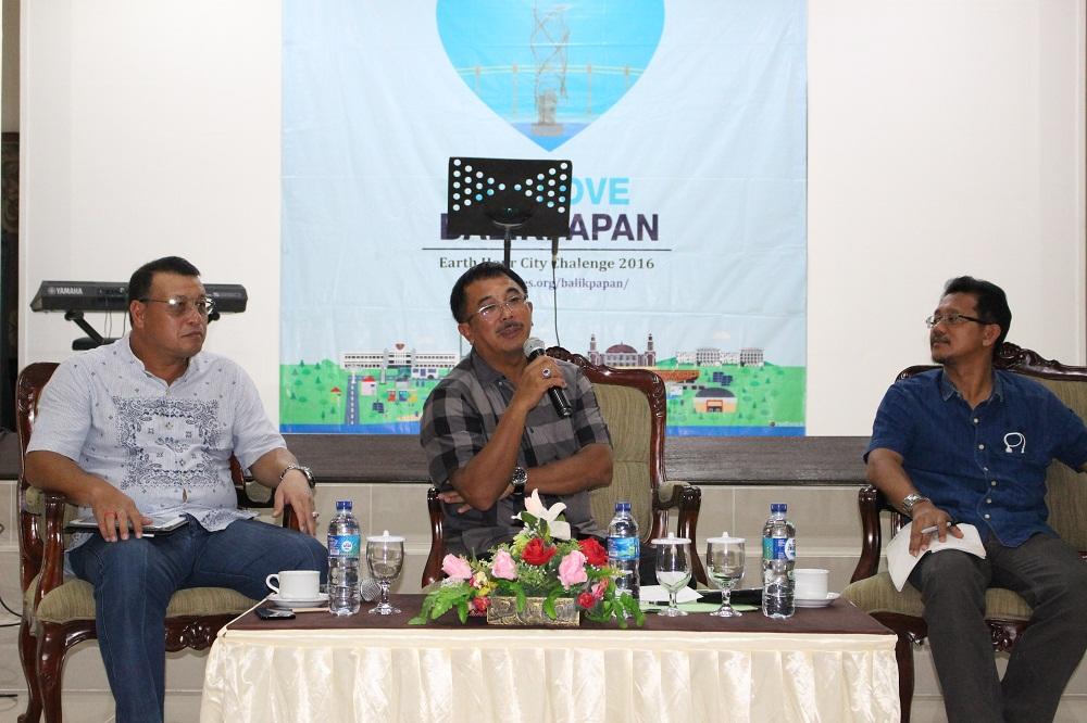 PIMPIN SOSIALISASI : Wali Kota Rizal Effendi menyerukan pentingnya social media.