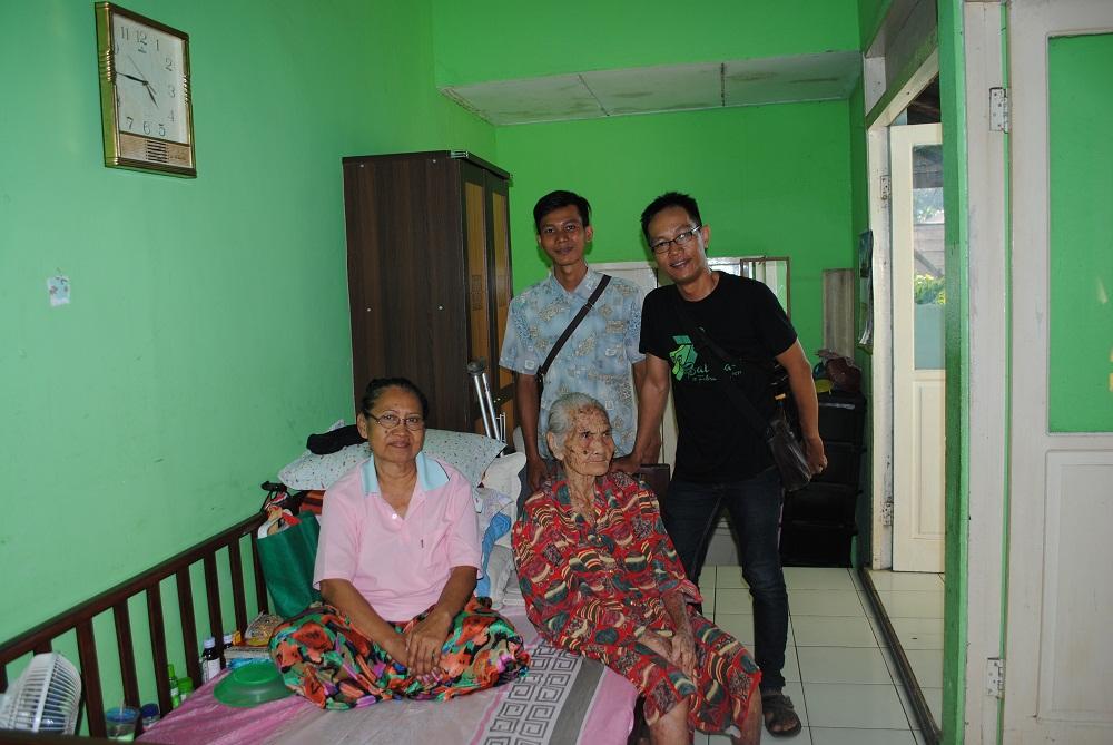 AKTIVITAS SOSIAL : Kunjungan tim BalikpapanTL ke Panti Jompo.