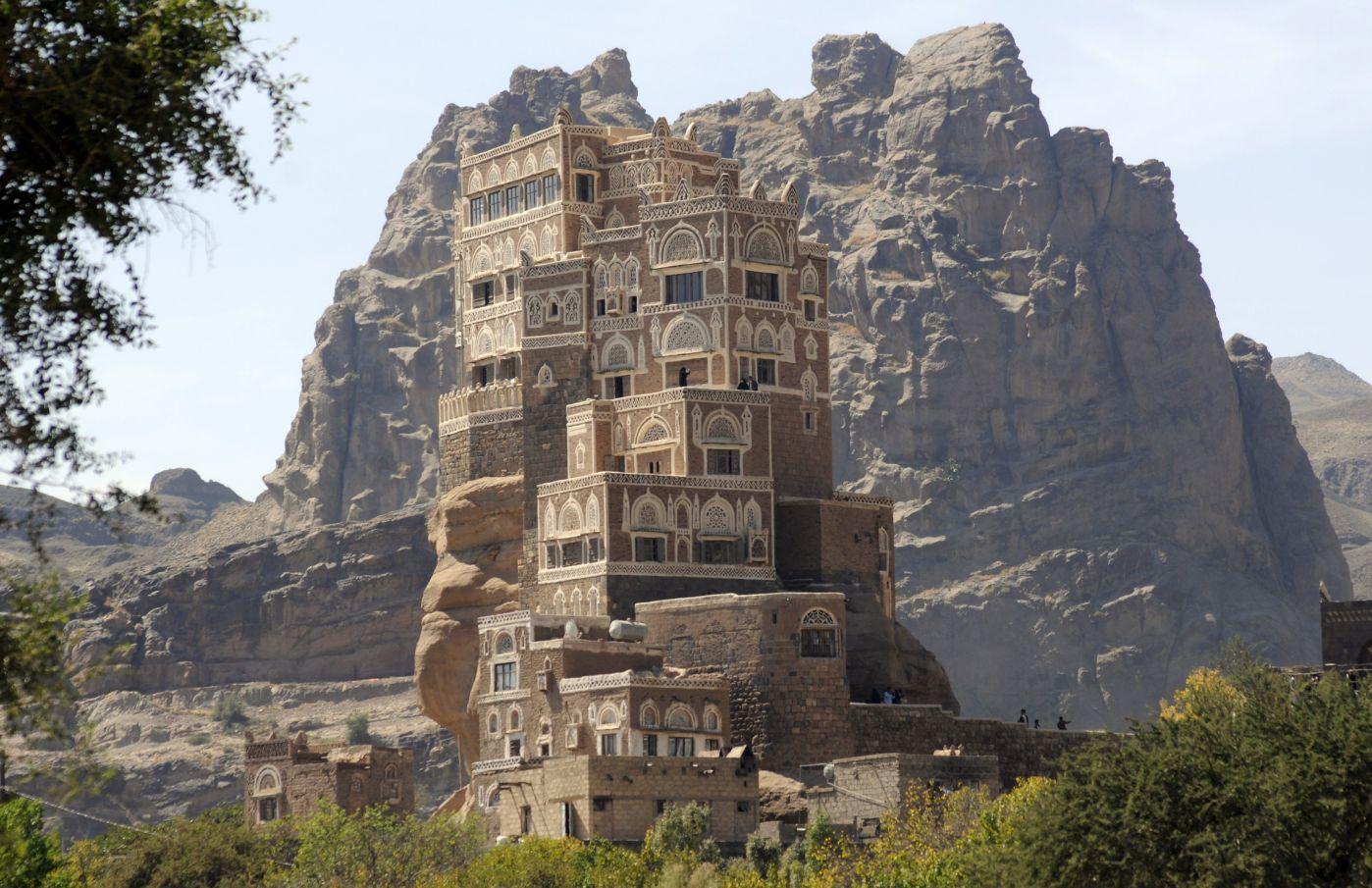 IKON YAMAN: Istana unik di atas tumpukan batu alami hasil kreasi manusia di tahun 1930.