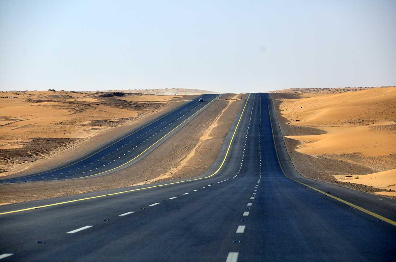TERPANJANG DI DUNIA: Highway 10 merupakan jalan lurus terpanjang di dunia dengan panjang mencapai 260 km dan menghubungkan dua kota, Al Hasa dan Al Batha.