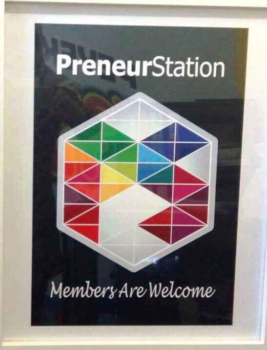 MEMBERS ARE WELCOME: Pigura yang dipampang di setiap gerai yang bekerjasama dengan Preneur Station.