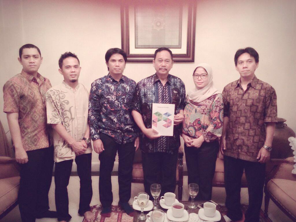TUAI BANYAK NASEHAT: Heru Bambang (tiga dari kanan) berkenan menjadi Pembina Preneur Station.